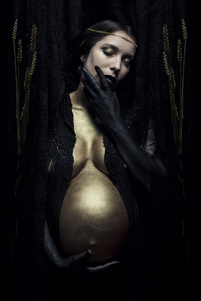 Pregnant woman with gold belly by Aurélie Raidron featured on TheNuminous.net