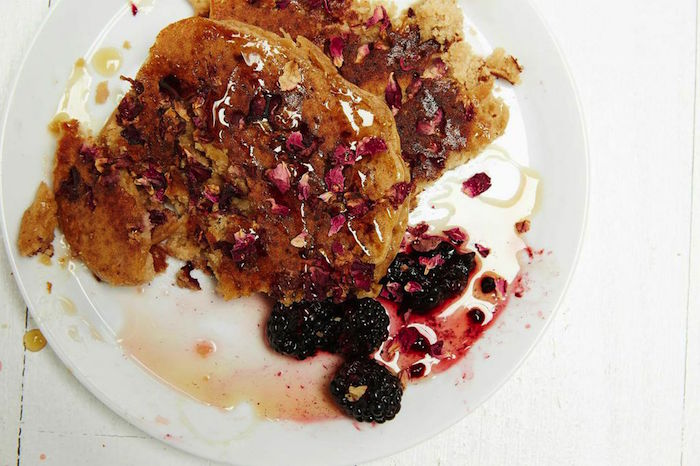 """Straight from the earth"" includes pancakes in Sakara-land"